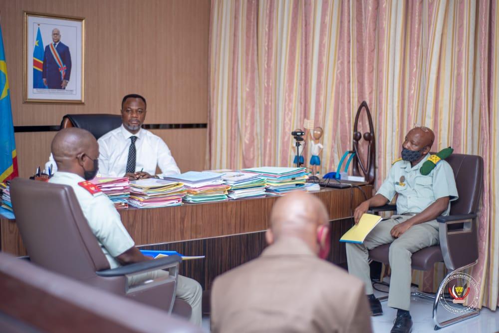 Tony Mwaba met en place une commission pour la prise en charge des enseignants des écoles implantées dans les camps militaires